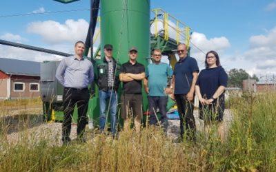 Pääministeri Juha Sipilä kävi tutustumassa Kempeleessä biotuotelaitoksellamme